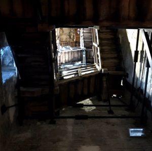 斜塔の内部