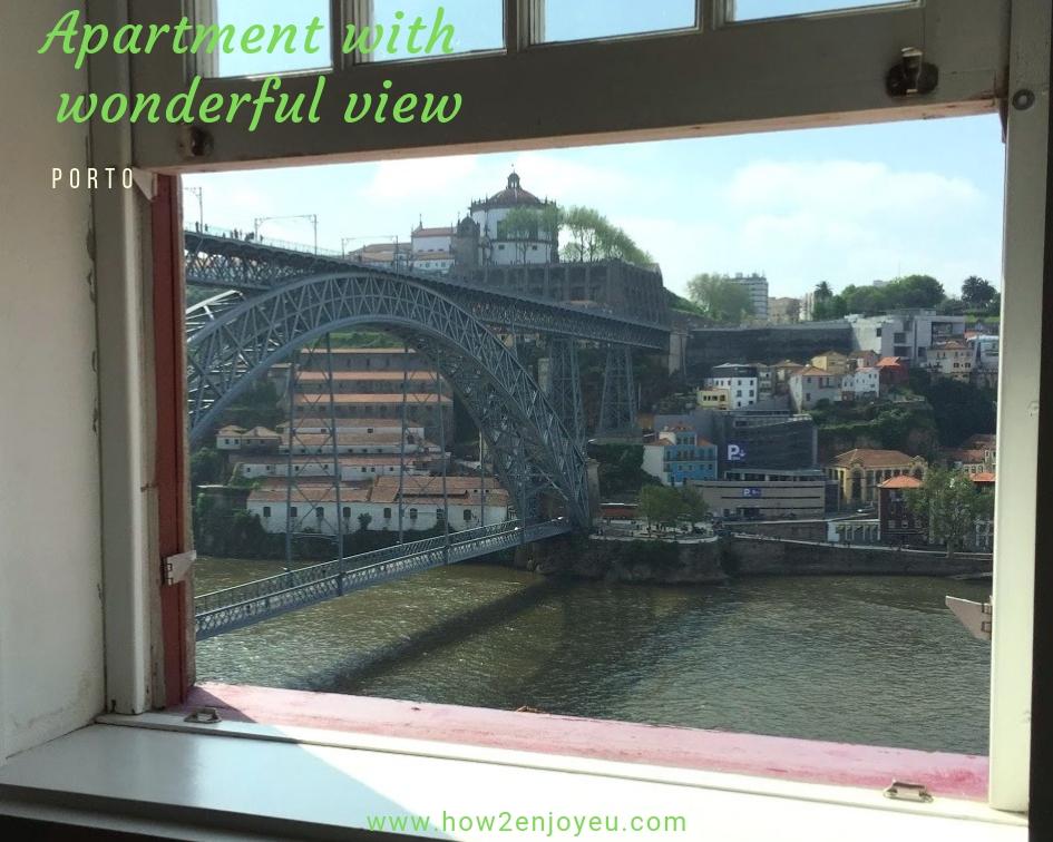 ポルトの民泊アパート、窓から『魔女の宅急便』みたいな風景が広がる