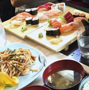 焼うどんとお寿司