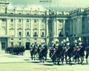 スペイン王宮の衛兵交代式を観るには準備万端で