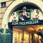 ウィーンの有名店、「フィグルミュラー」、予約無しでシュニッツェルを食べるには2時間以上待つ覚悟で!