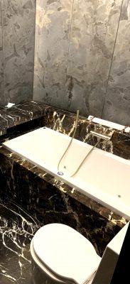 hotel monopol bathroom