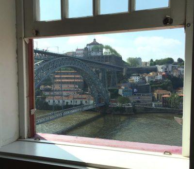 ポルトの民泊の窓からの眺め